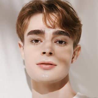 Skincare influencer on tiktok